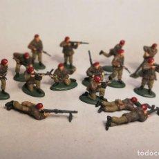 Juguetes Antiguos: MATCHBOX ESCALA 1/76. 15 SOLDADOS NATO PARATROOPERS. PINTADOS A MANO.. Lote 209609712