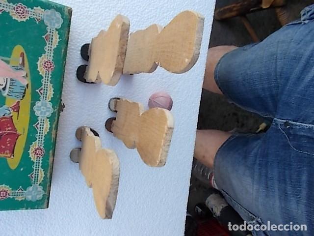 Juguetes Antiguos: Juguete en caja de labores, (sorpresa) con 4 soldaditos muy antiguos de madera y pelotita de caucho. - Foto 6 - 210265997