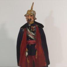 Juguetes Antiguos: ANTIGUA FIGURA EN MADERA PINTADA AL ÓLEO DE MILITAR DE GALA ÉPOCA ALFONSO XIII FIRMADO P. HENRY. Lote 210728162