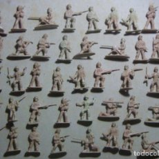 Juguetes Antiguos: LOTE DE 42 SOLDADOS 2ª GUERRA MUNDIAL. Lote 220134518