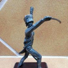 Juguetes Antiguos: FIGURA HISTORICA DE METAL. Lote 224193543