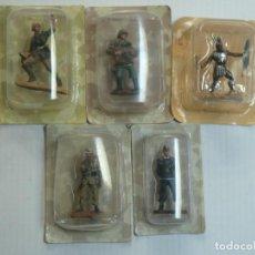 Juguetes Antiguos: LOTE 5 MUÑECOS DE PLOMO ORIGINALES EN BLISTER. Lote 225040190