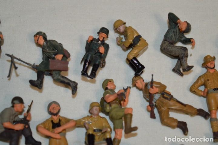 Juguetes Antiguos: Antiguo - Sobre 120 soldados / Diferentes Ejércitos - 2ª Guerra M. - Sobre 5 Cm. de altura - ¡Mira! - Foto 3 - 226344593