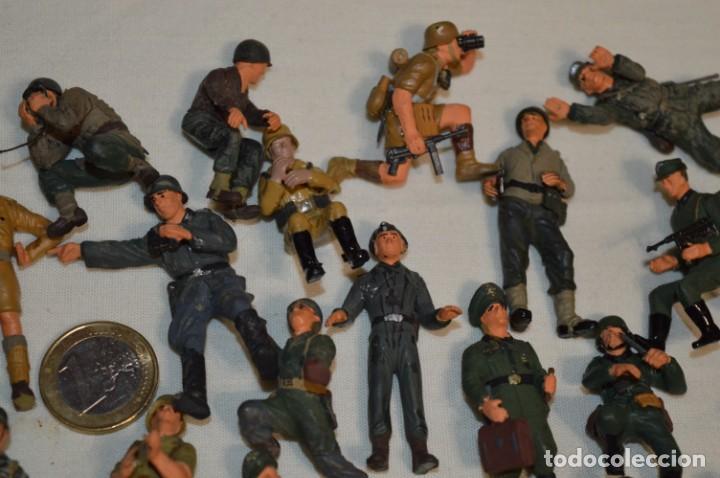 Juguetes Antiguos: Antiguo - Sobre 120 soldados / Diferentes Ejércitos - 2ª Guerra M. - Sobre 5 Cm. de altura - ¡Mira! - Foto 5 - 226344593