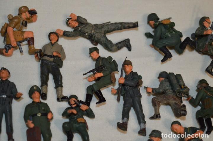 Juguetes Antiguos: Antiguo - Sobre 120 soldados / Diferentes Ejércitos - 2ª Guerra M. - Sobre 5 Cm. de altura - ¡Mira! - Foto 6 - 226344593