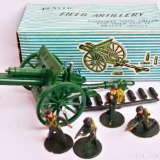 Juguetes Antiguos: VINTAGE PLASTIC FIELD ARTILLERY L 591 COMPLETE WITH SHELLS FOR FIEL GUN IT REALLY SHOOTS. Lote 227762380