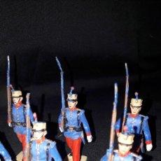 Juguetes Antiguos: 10 SOLDADOS ESPAÑOLES. DESFILE DEL REAMSA GOMARSA.ALFONSO XIII.AÑOS 80. MARCA SOLDIS.. Lote 242181775