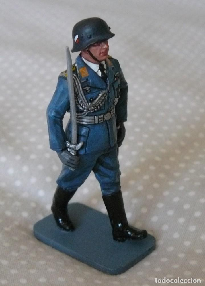 Juguetes Antiguos: 1/30 KING & COUNTRY LUFTWAFFE LW008 MARCHING OFFICER WITH SWORD - Foto 2 - 187147815