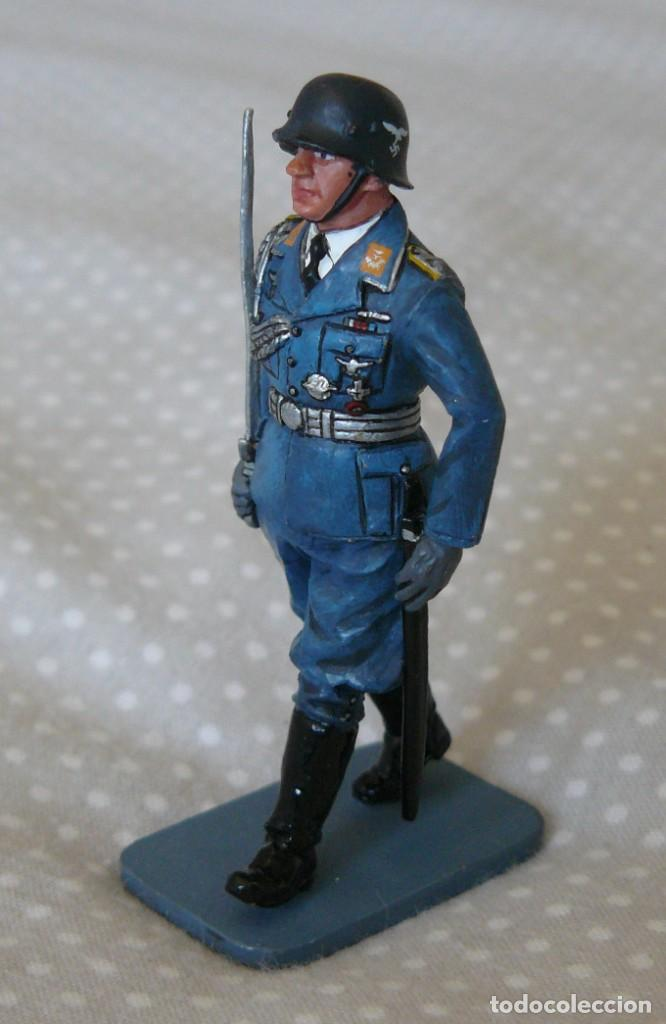 Juguetes Antiguos: 1/30 KING & COUNTRY LUFTWAFFE LW008 MARCHING OFFICER WITH SWORD - Foto 3 - 187147815