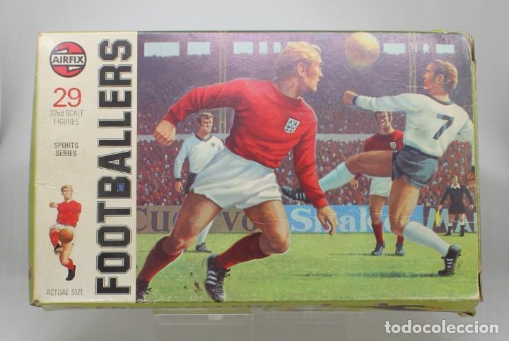 Juguetes Antiguos: AIRFIX FOOTBALLERS 1/32 SCALE 29 FIGURAS DE FUTBOLISTAS PLASTICO Año 1973 - Foto 2 - 245583735