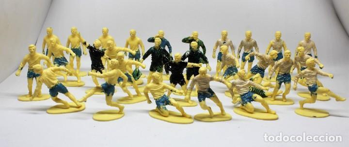 Juguetes Antiguos: AIRFIX FOOTBALLERS 1/32 SCALE 29 FIGURAS DE FUTBOLISTAS PLASTICO Año 1973 - Foto 8 - 245583735