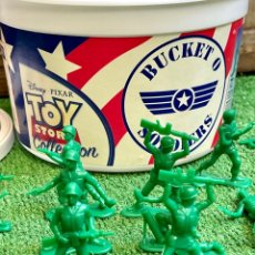 Juguetes Antiguos: BUCKET O SOLDIERS TOY STORY THINKWAY TOYS.. Lote 268749969