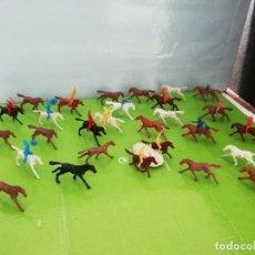 Juguetes Antiguos: GIANT 1/72 28 CABALLOS 7 COWBOYS VAQUEROS 8 INDIOS NO MINI OESTE DE COMANSI NI AIRFIX AÑOS 70. PTOY. Lote 277759643