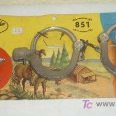 Giocattoli antichi: ESPOSAS Y CHAPA DE SHERIFF,REDONDO,A ÑOS 60,A ESTRENAR. Lote 69258349
