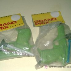 Juguetes antiguos: LOTE 2 PISTOLAS DE PLASTICO CON FLECHAS....GRAND PRIX APROX 80. Lote 26214299