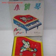 Juguetes antiguos: PIANO MADERA Y LATA. Lote 27080546