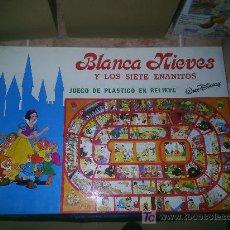 Juguetes antiguos: M69 JUEGO EN PLASTICO CON RELIEVE DE BLANCA NIEVES DE WALT DISNEY RARO!!!! BLANCA NIEVES. Lote 36981047