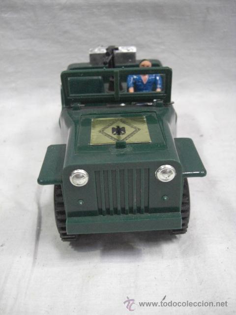 Juguetes antiguos: Jeep tracción 4 ruedas. Policía Armada. Nacoral. - Foto 3 - 26942283