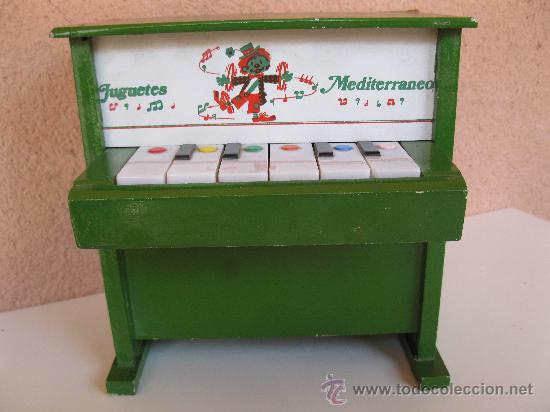 ANTIGUO PIANO MUSICAL DE MADERA