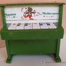 Juguetes antiguos: ANTIGUO PIANO MUSICAL DE MADERA