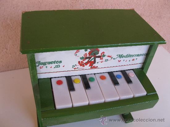 Juguetes antiguos: ANTIGUO PIANO MUSICAL DE MADERA JUGUETES MEDITERRÁNEO. - Foto 4 - 27041942