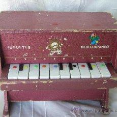 Juguetes antiguos: PIANO EN MADERA MEDITERRANEO. Lote 27748479