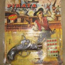 Juguetes antiguos: PISTOLA PIRATA,REDONDO,BLISTER ORIGINAL,A ESTRENAR. Lote 30076825