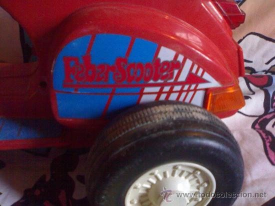 Juguetes antiguos: preciosa vespa scooter de feber roja funciona con 8 pilas gruesas años 70 80 de las primeras - Foto 2 - 146058426