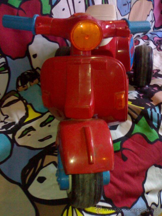 Juguetes antiguos: preciosa vespa scooter de feber roja funciona con 8 pilas gruesas años 70 80 de las primeras - Foto 4 - 146058426