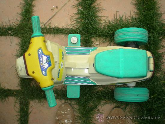 Juguetes antiguos: preciosa vespa mini scooter marca injusa ibi años 70 o 80 mide unos 65 largo x 33 ancho x 42 alto - Foto 3 - 31149751
