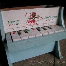 Juguetes antiguos: PIANO DE JUGUETE DE *JUGUETES MEDITERRÁNEO* - AZUL CELESTE. PAYASO -- AÑOS 60-70. Lote 35221875