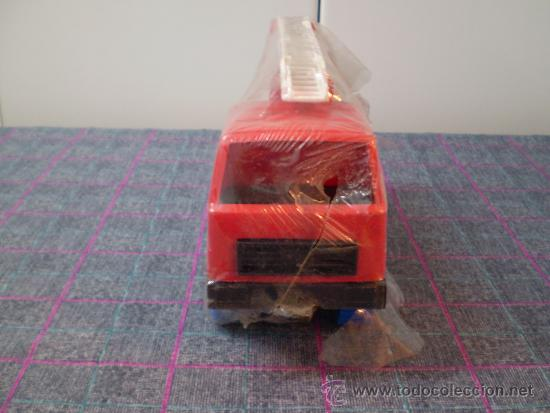 Juguetes antiguos: Camión de bomberos de juguete de los 80 de la marca Karpan. Nuevo. - Foto 3 - 35352321