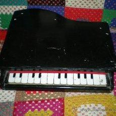 Juguetes antiguos: ANTIGUO PIANITO DE MADERA Y BAQUELITA DE JUQUETE AÑOS 40/50 SELLADO FOREION GRANDE. Lote 35995366