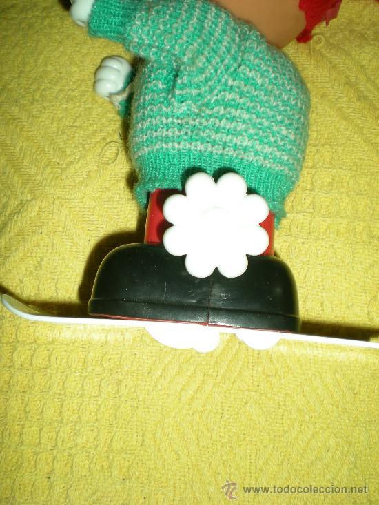 Juguetes antiguos: antigua muñequita automata esquiadora a resorte a cuerda funciona mecanica ibense spain años 70 - Foto 3 - 36269847