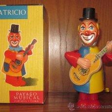 Juguetes antiguos: PATRICIO,PAYASO MUSICAL,GEYPER,A CUERDA,HOJALATA Y PLÁSTICO,CAJA ORIGINAL,A ESTRENAR,AÑOS 60. Lote 36964415