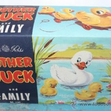 Juguetes antiguos: MOTHER AND DUCK AND FAMILY - TUDOR ROSE - NACORAL - EN SU CAJA ORIGINAL - FAMILIA DE PATITOS QUE DA. Lote 38198848