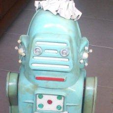 Juguetes antiguos: ROBOTINA MARCA JEFE,ROBOT,DE LO MÁS RARO EN ROBOTS,BASTANTE BUEN ESTADO,VER FOTOS. Lote 45547914