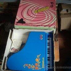 Juguetes antiguos: PIANO TREMOLO DE REIG EN CAJA. Lote 38960567