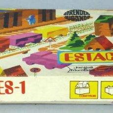 Juguetes antiguos: ESTACIONES 1 GOULA APRENDER JUGANDO AÑOS 70 JUEGO CONSTRUCCIONES MADERA. Lote 43960511