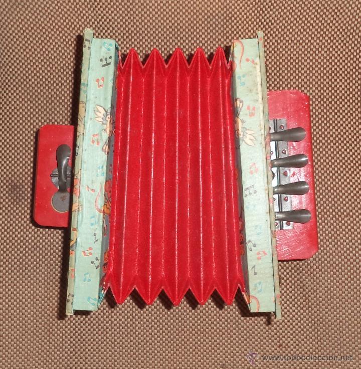 Juguetes antiguos: Acordeón de juguete,en caja,Precioso,Juguetes Mediterráneo,la caja es espectacular,años 50 - Foto 2 - 46644184