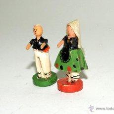 Juguetes antiguos: PAREJA MUÑECOS MADERA GOULA. Lote 49995881
