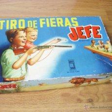 Brinquedos antigos: JUEGO CON REVOLVER DE TIRO DE FIERAS JEFE CON ANIMALES DE LA SELVA. CREACIONES SALUDES. Lote 52730220