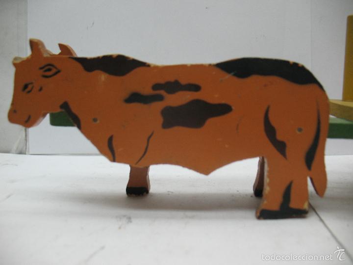Juguetes antiguos: DENIA - Antiguo carro con vacas de madera - Foto 2 - 56957591