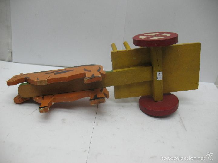 Juguetes antiguos: DENIA - Antiguo carro con vacas de madera - Foto 7 - 56957591
