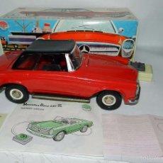 Brinquedos antigos: ANTIGUO MERCEDES BENZ 230 SL, DIRIGIDO DE LA CASA NACORAL, (ARNOLD), FUNCIONA LAS LUCES Y LA BOCINA,. Lote 57083584