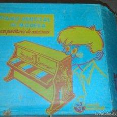Juguetes antiguos: ANTIGUO JUGUETE ESPAÑOL AÑOS 70 , MADE IN SPAIN PIANO DE MADERA MEDITERRANEO. Lote 57279827