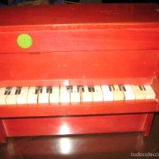 Juguetes antiguos: PIANO DE MADERA REIG - AÑOS 60 - VER FOTOS. Lote 182630350