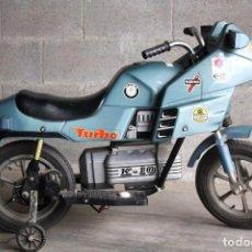 Juguetes antiguos - Antigua Moto de Batería a Escala - Injusa - Turbo. K-100 - Verde Turquesa - Medidas 91 x 35 x 67 cm - 65245351