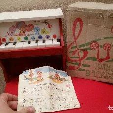 Juguetes antiguos: ANTIGUO JUGUETE PIANO DE MADERA 8 TECLAS JUGUETES MUSICALES CLAUDIO REIG REF 208. Lote 67530921