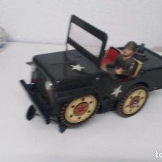 antiguo jeep militar clim